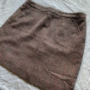 Brown thick woven mini skirt with pockets
